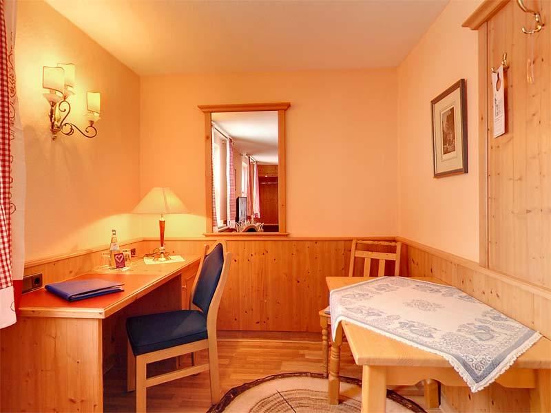 Zimmer Und Suiten Hotel Resi Von Der Post In Bad Wiessee
